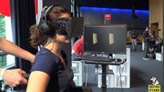 Auf einem Rollstuhl sitzen und aus einem Raum flüchten in der Virtual-Reality