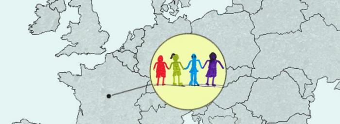 Carte de l'Europe avec Selles-sur-Cher. Au centre, des gens se donnant la main en signe de solidarité