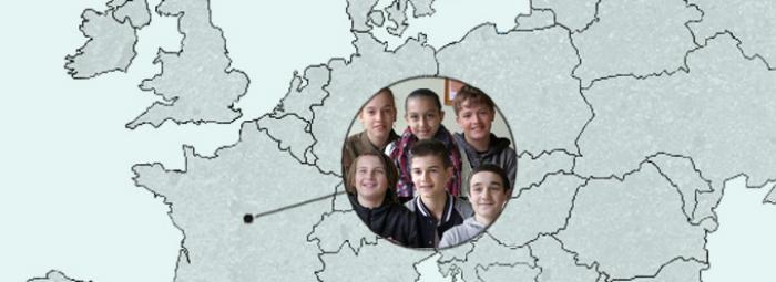 Europakarte mit Selles-sur-Cher in Frankreich und einer Schülergruppe