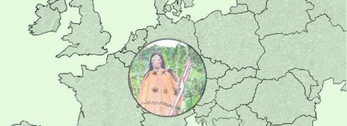 Europakarte mit einer Indianerin aus dem Regenwald Brasiliens