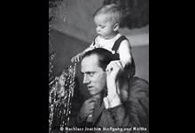 Helmuth James Graf von Moltke mit Sohn Caspar