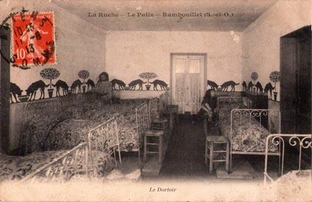 Schlafräume. La Ruche, ein modernes Internat in Frankreich vor 100 Jahren