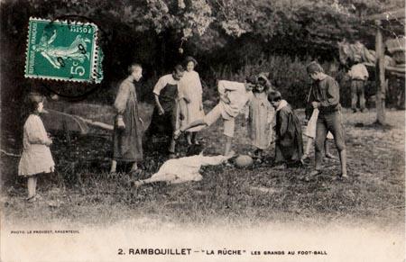 Fußball spielen. La Ruche, ein modernes Internat in Frankreich vor 100 Jahren