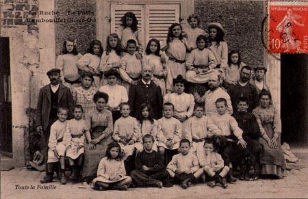 Foto der Schüler mit Lehrern. La Ruche, ein modernes Internat in Frankreich vor 100 Jahren