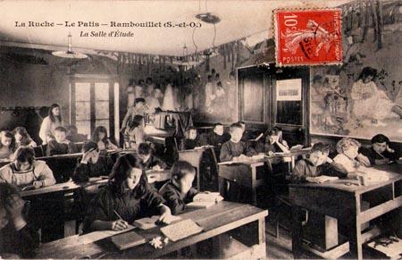 Unterrichtsraum. La Ruche, ein modernes Internat in Frankreich vor 100 Jahren