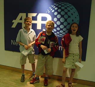 Les journalistes du Grand méchant loup visitent l'AFP.